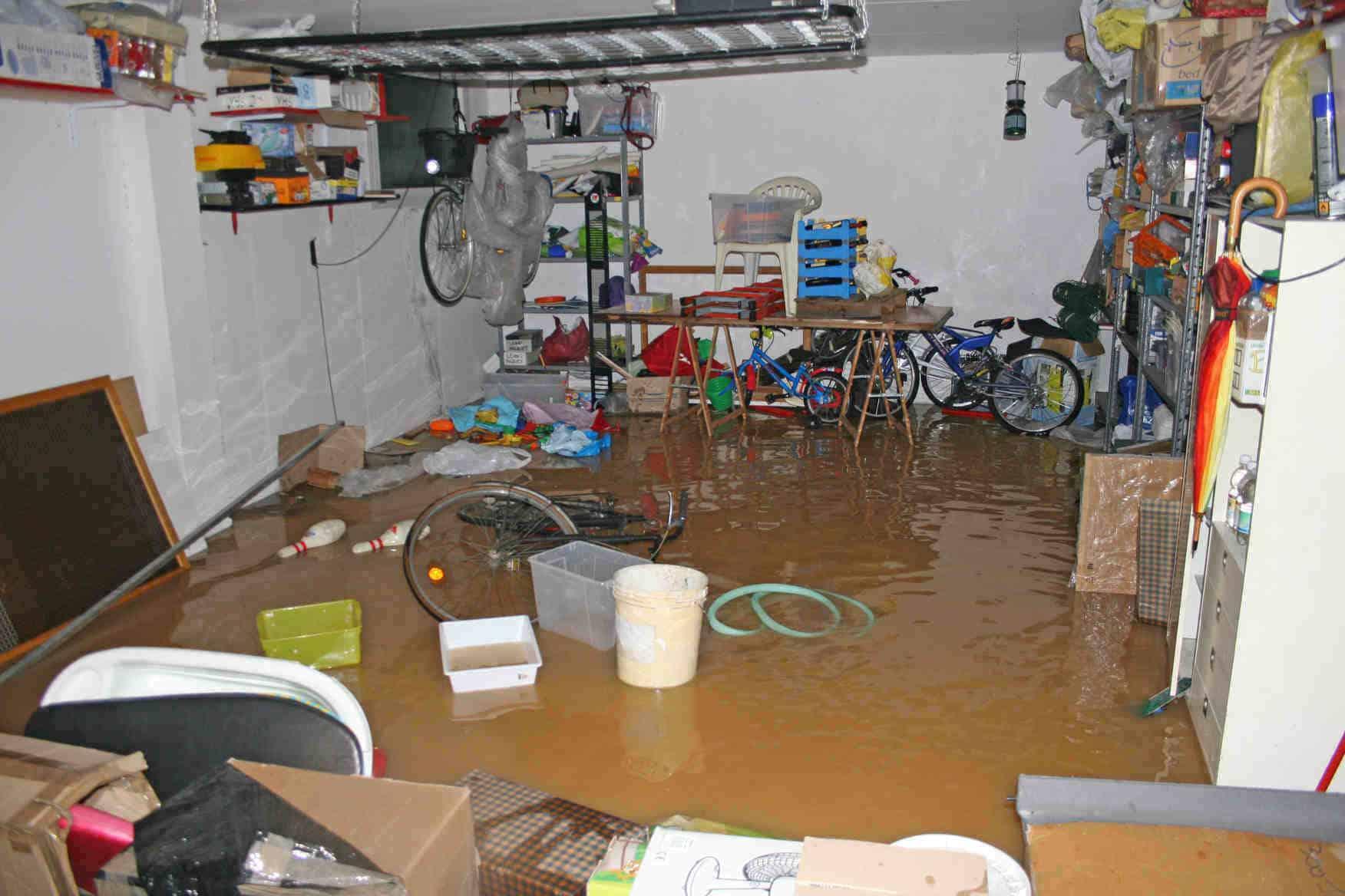 ציוד שיקום לנזקי הצפות ומים